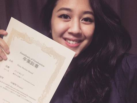Sherina lulus sekolah Bahasa di Kudan Japanese Language School, Jepang.