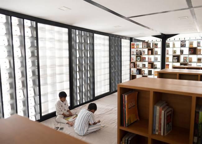 Suasana di dalam Perpustakaan Bima