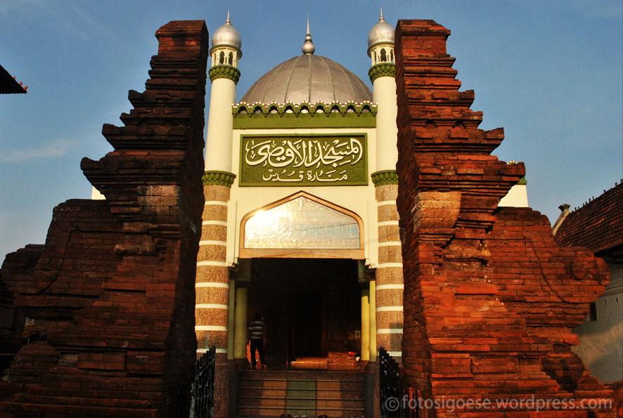 Pintu Masuk ke Masjid (aanprihandaya.com)