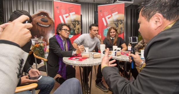 Riri Riza, Nicolas Saputra dan Sissy Priscillia saat konferensi pers (KBRI Den Haag)