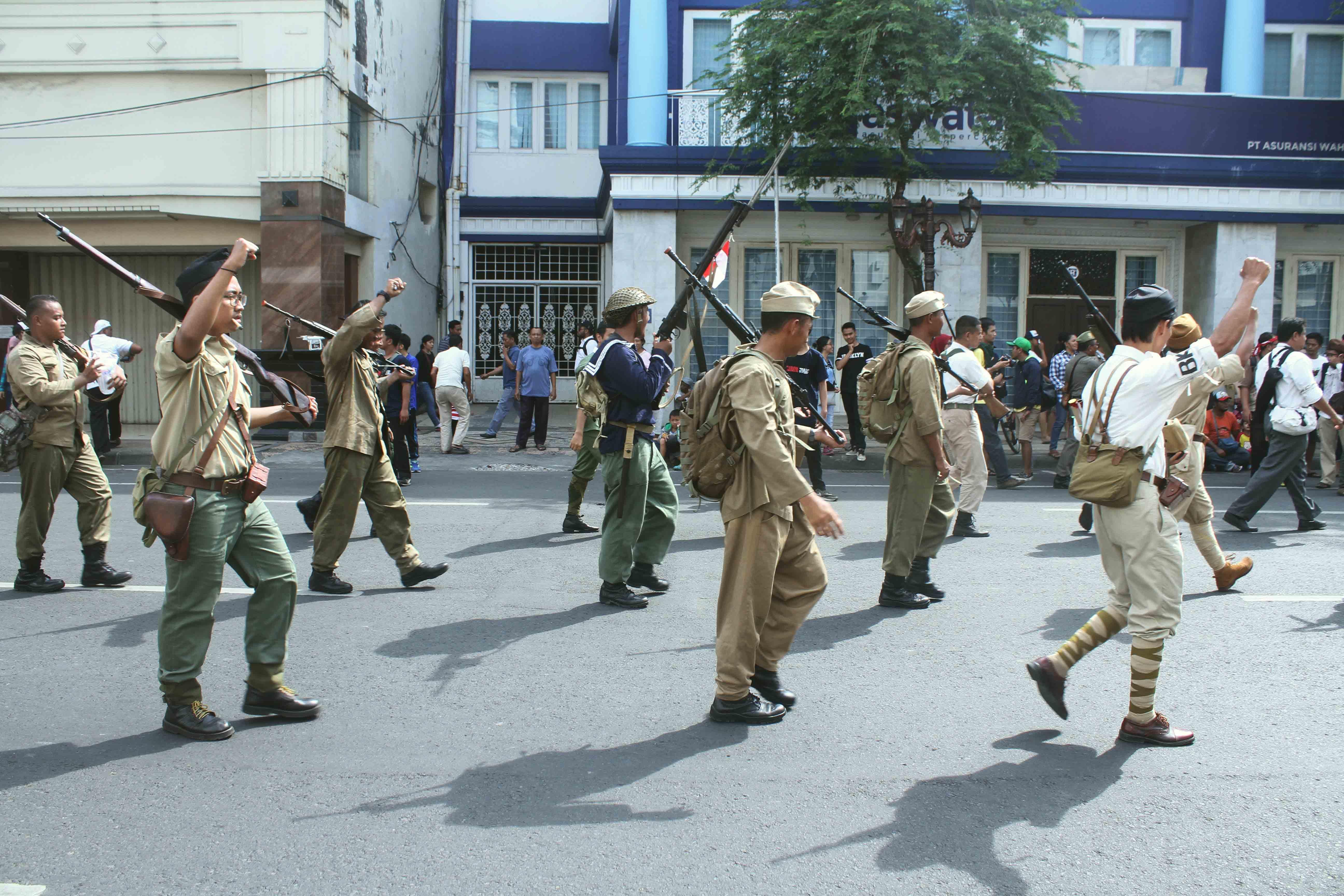 Para pejuang dalam acara Parade Surabaya Juang