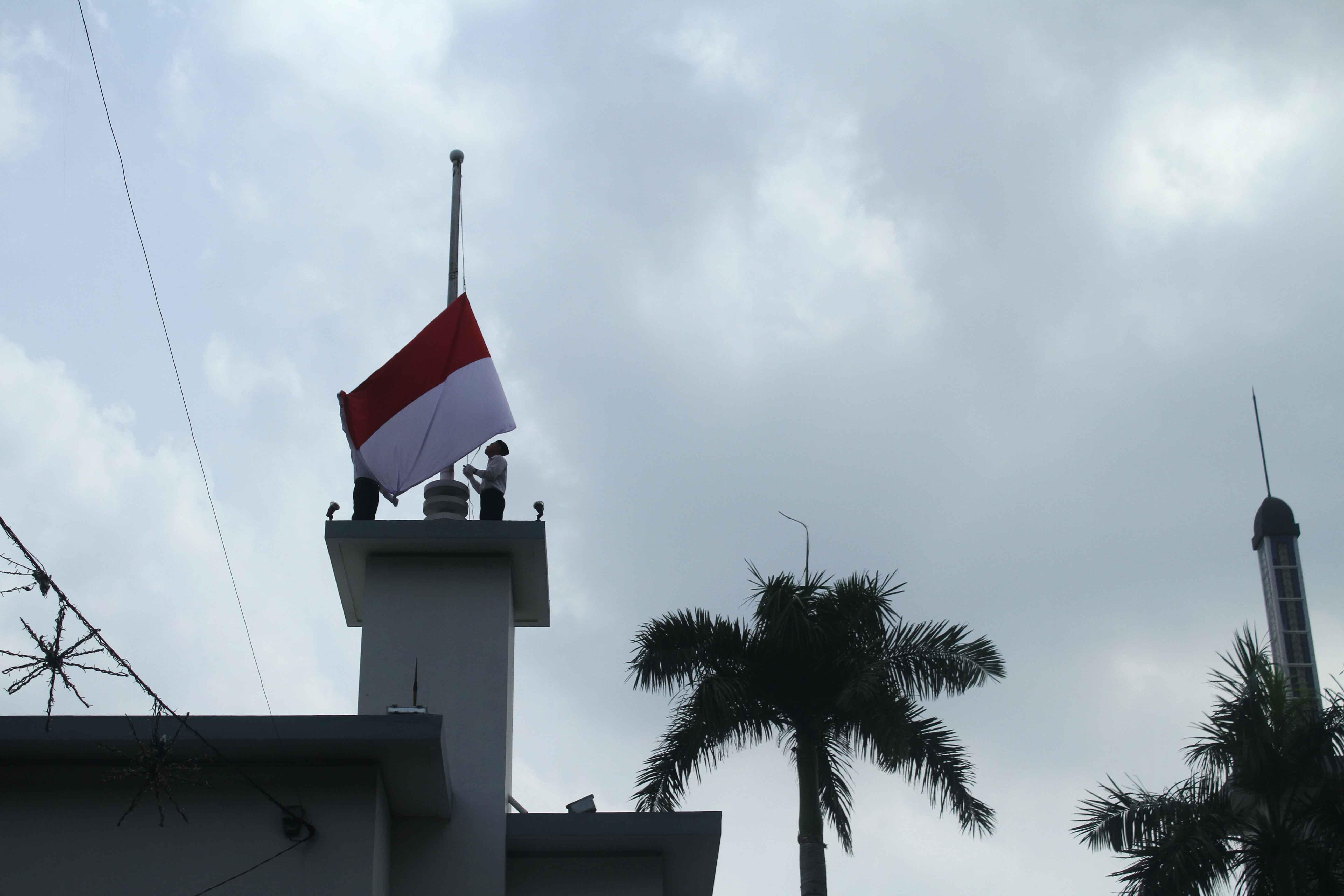 Pengibaran bendera Indonesia di Hotel Majapahit yang dulunya adalah hotel Yamato. Disitulah aksi penyobekan bendera Belanda dilakukan