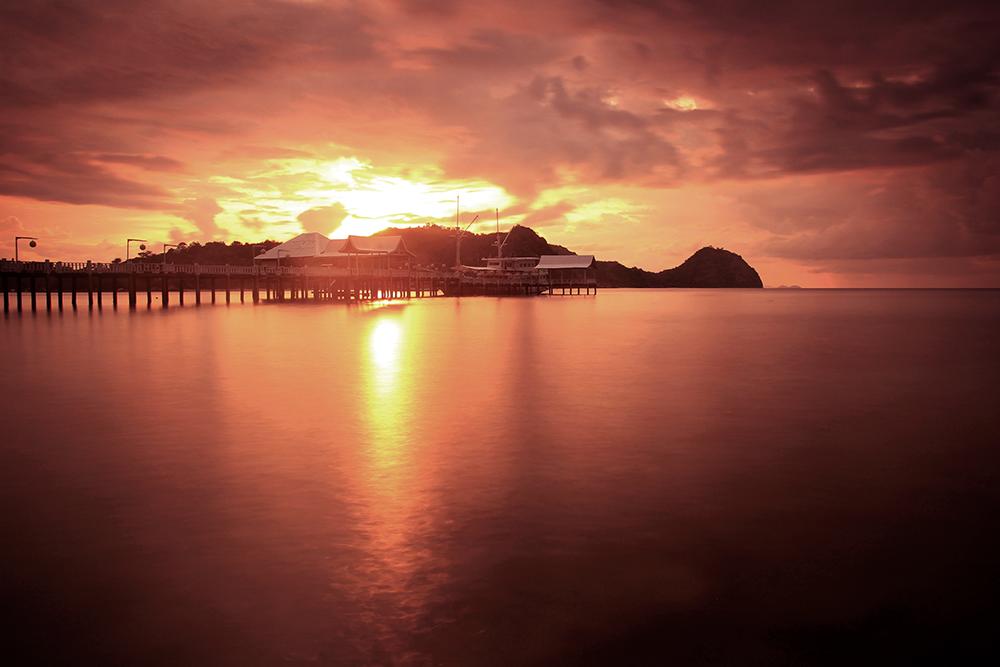 Sunset di Dermaga Putih Labuan Bajo  © Boy Torkis Simarmata