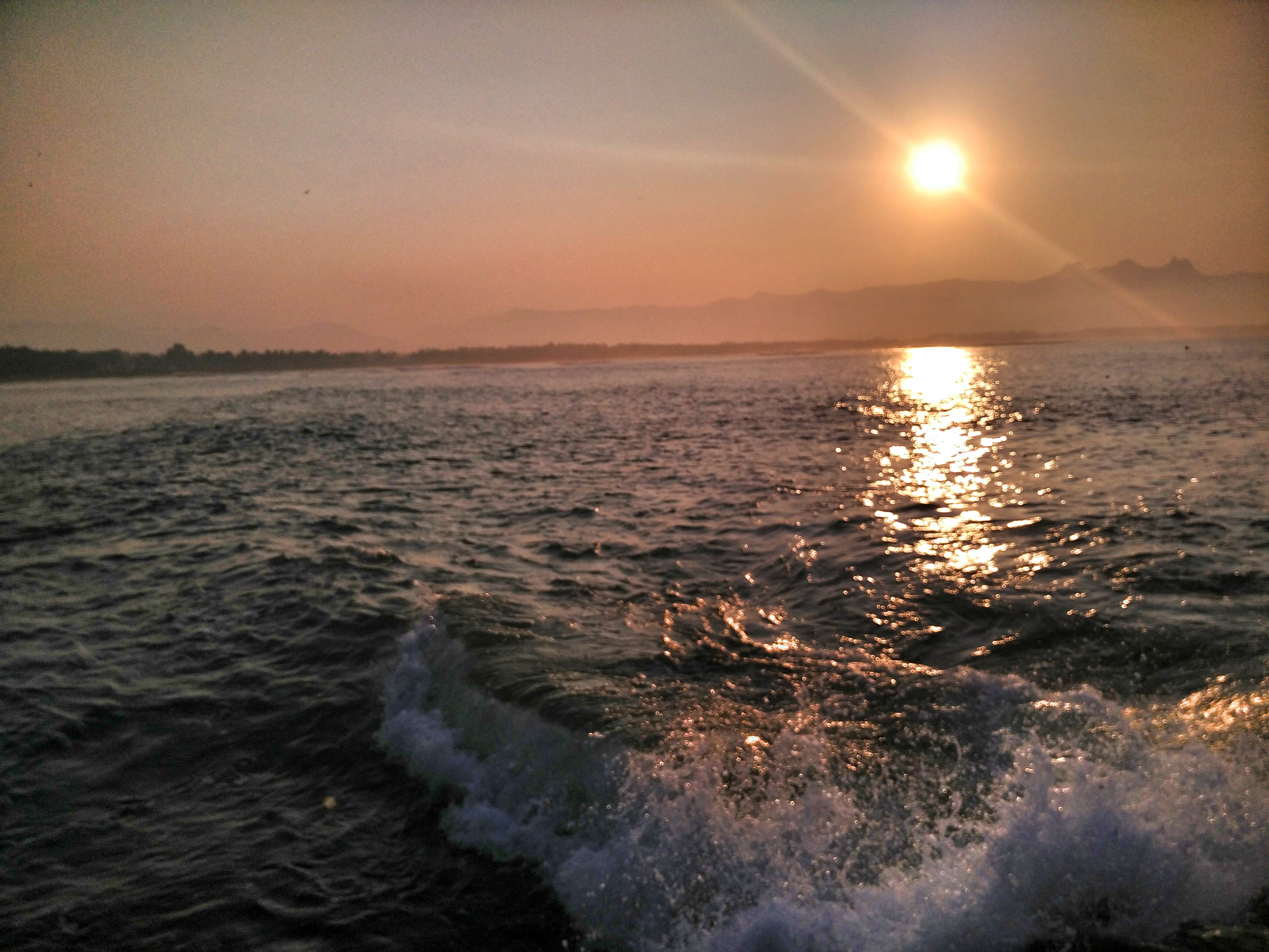 Pemandangan sunrise dari Pantai Teleng Ria