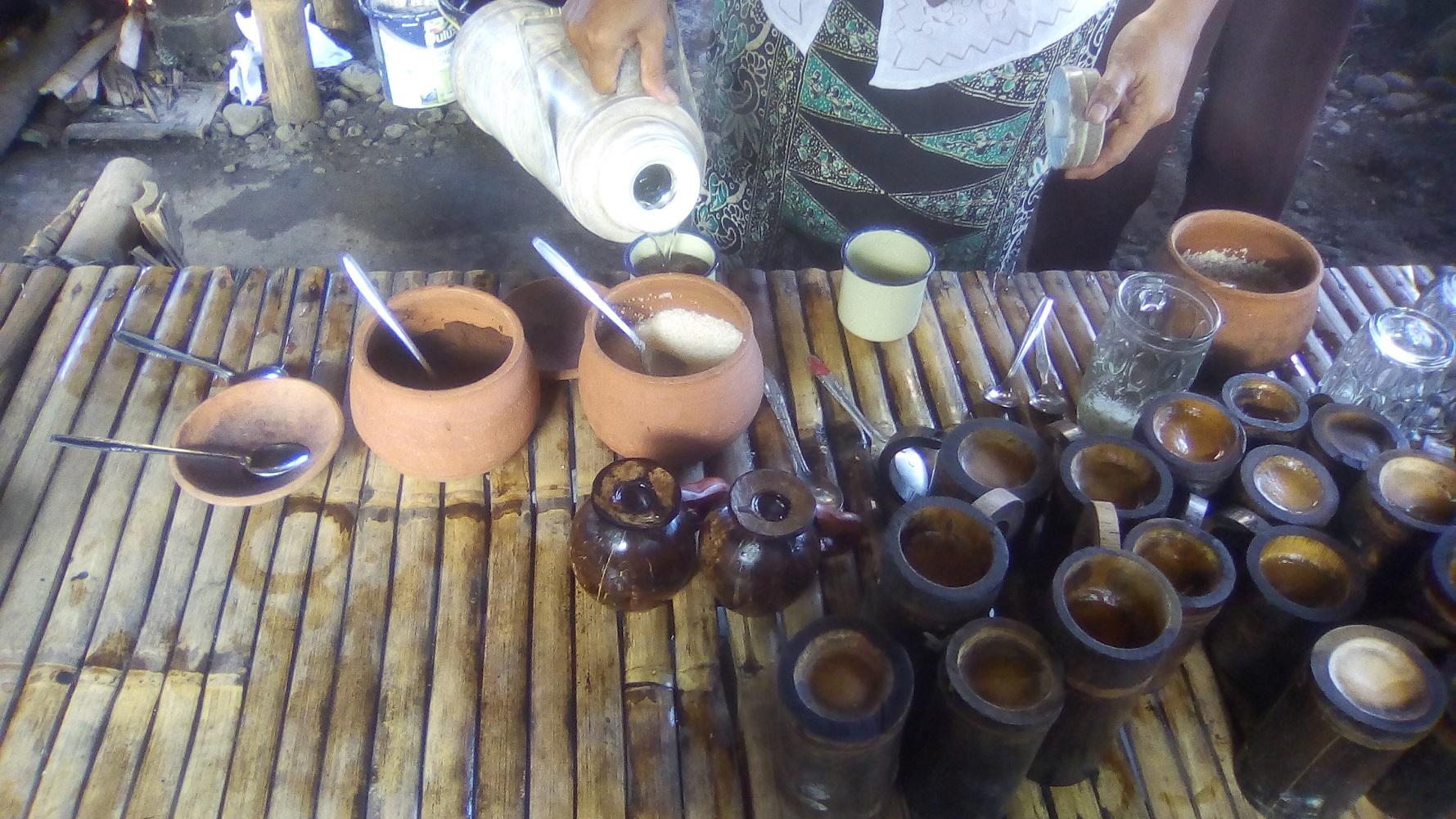 Gelas dan cangkir berbahan kaca beling, enamel, batok kelapa hingga bambu