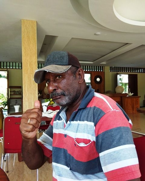 Abraham Wariensi, Koordinasir Kelompok Pengawas Masyarakat di Kawasan Konservasi Perairan Kaimana Kota
