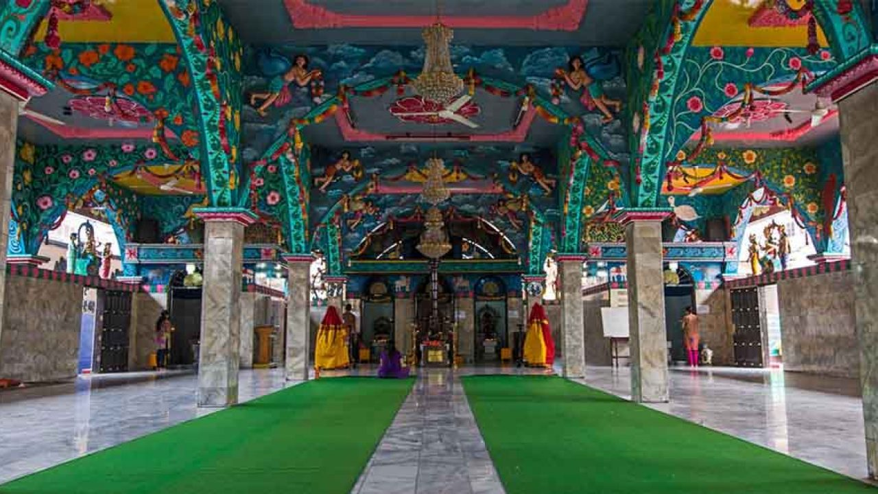 Kuil Sri Mariamman untuk tempat beribadah penduduk sekitar: Sumber   Tourtoba.com