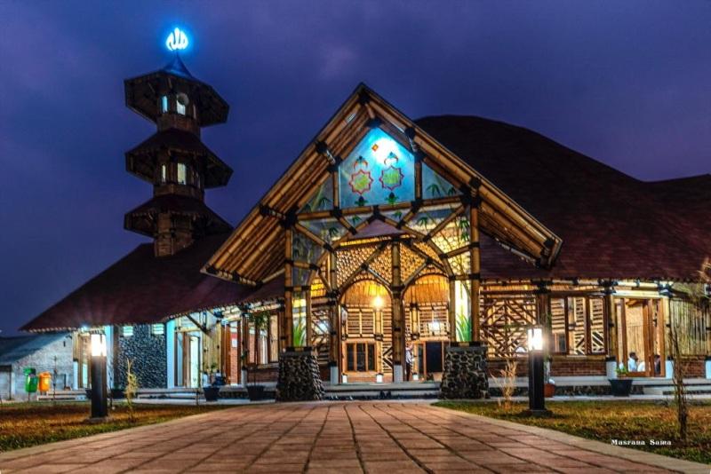 Dilihat dari luar Masjid Saka Bu'ana nampak begitu indah |Banten News