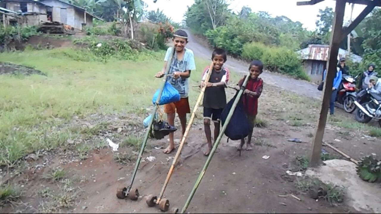 Alat bantu transportasi anak-anak