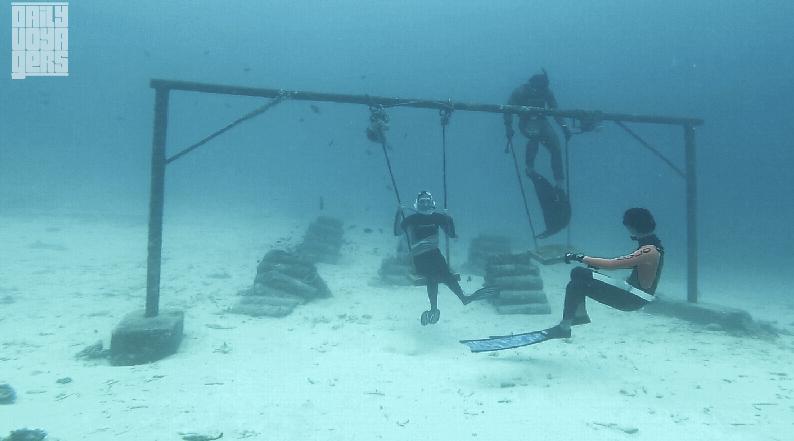 Main ayunan di bawah laut? Bisa!   Foto: Daily Voyagers