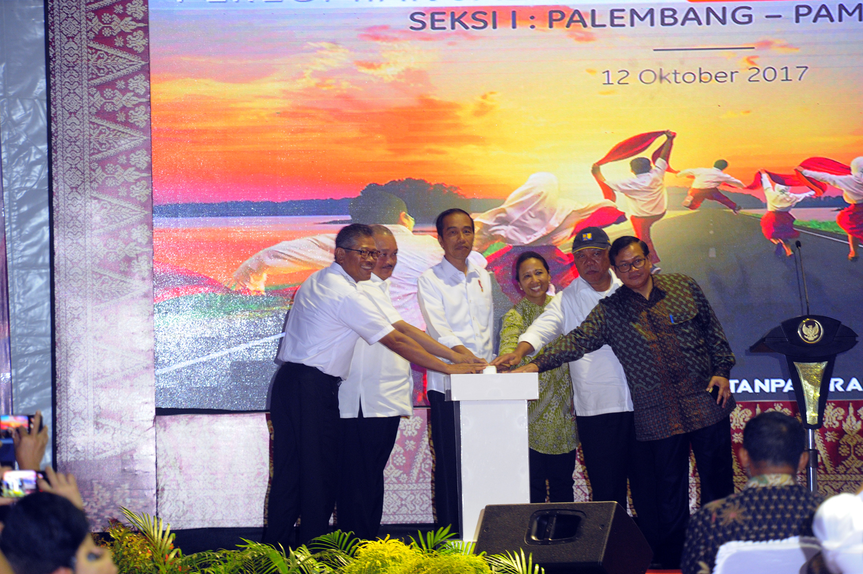 Presiden Jokowi meresmikan Tol Palindra seksi I | Foto: Sumatra Deadline