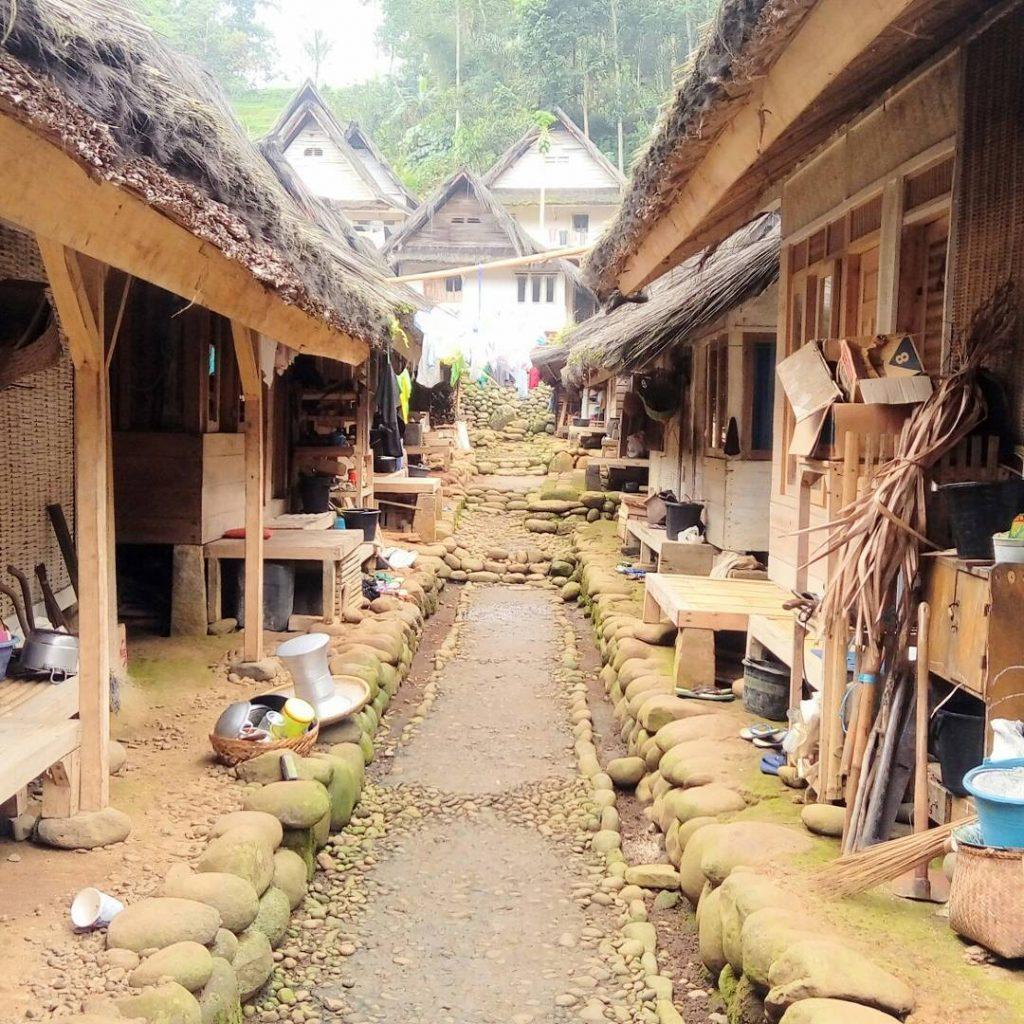 Suasana tempat tinggal di Kampung Naga   Foto: Travelingyuk