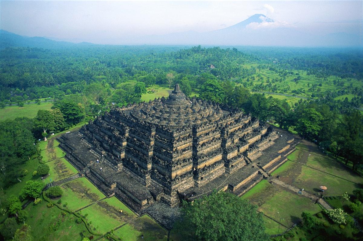 Megahnya Candi Borobudur sebagai simbol inspirasi dan ketenangan | Foto: Lonelyplanet