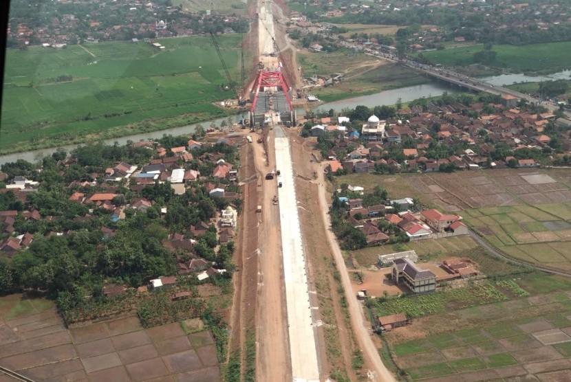 Pantauan udara kondisi Jembatan Kali Kuto di tol fungsional Batang-Semarang | Republika/Rahayu Subekti