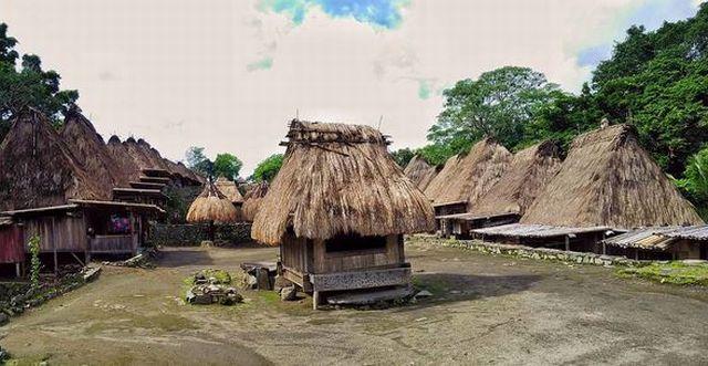 Rumah-rumah adat di Kampung Bena | Foto: Okezone