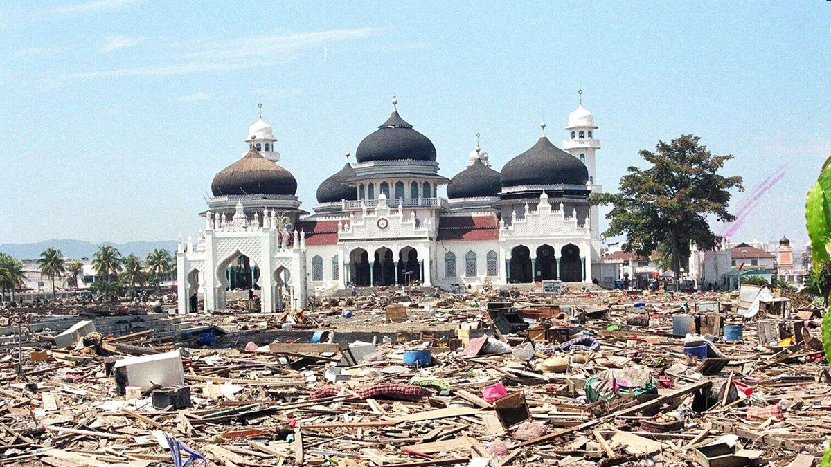 Kondisi Masjid Raya Banda Aceh pasca-tsunami melanda   Foto: Eva M/VOA