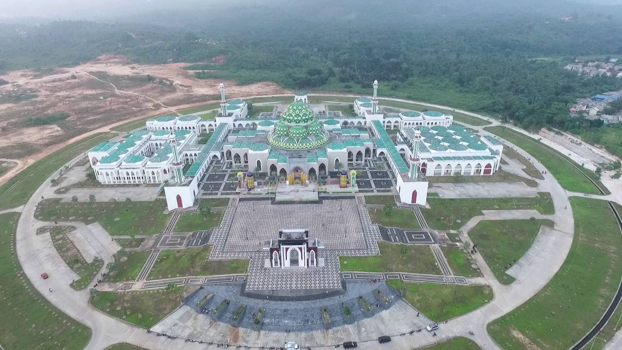 Kemegahan Masjid Agung Natuna | Foto: ksmtour.com