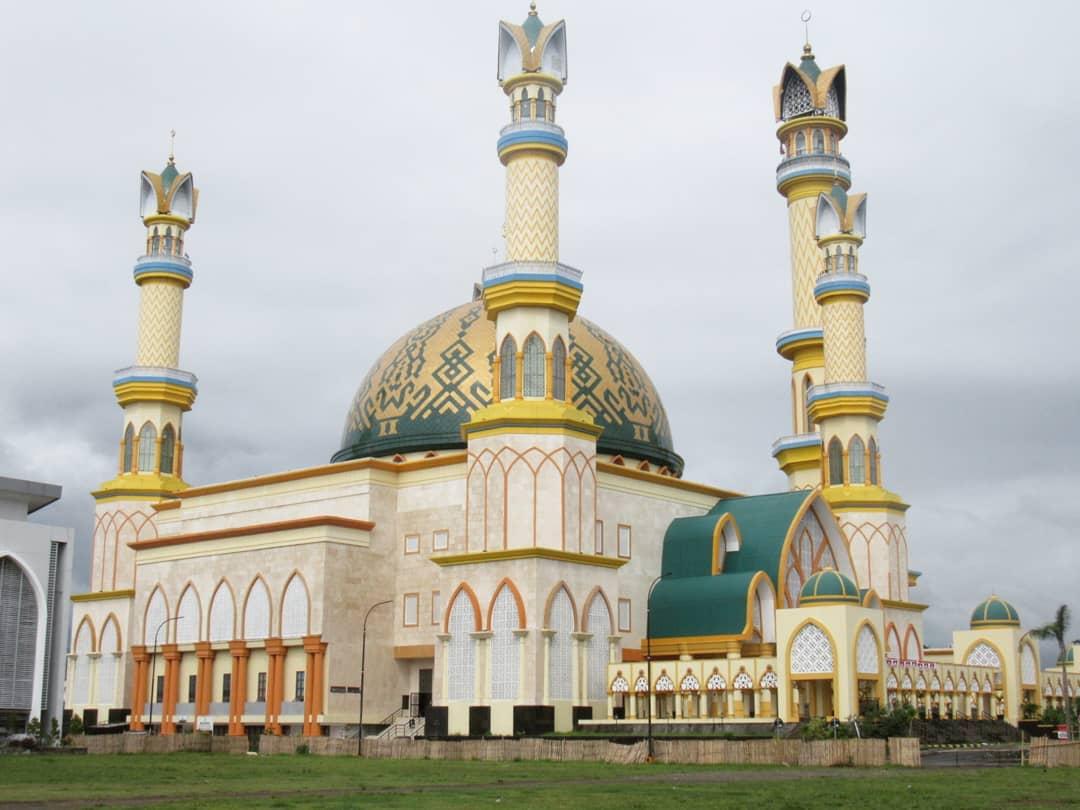 Ilustrasi salah satu masjid di Lombok | Foto: lombok travellingyuk.com
