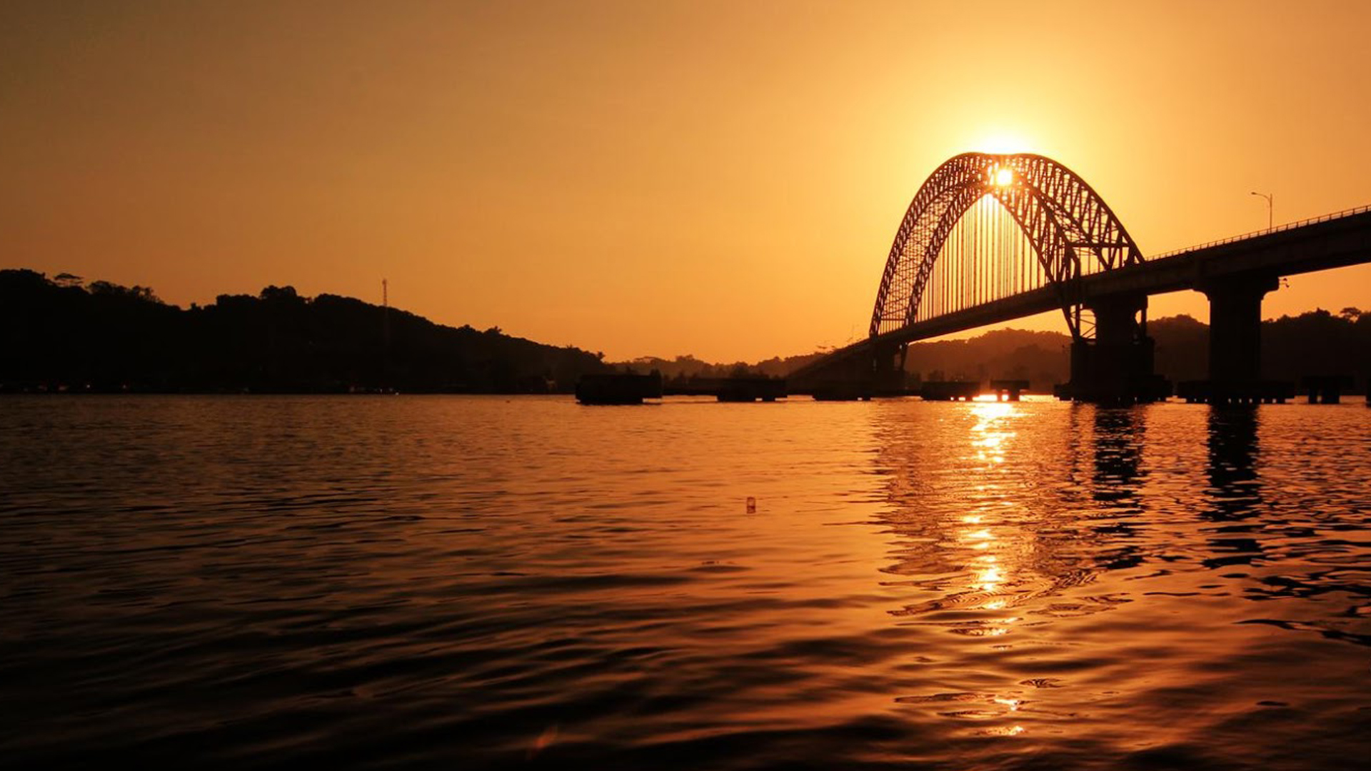 Jembatan Rumpiang saat suasana menuju malam hari | Foto: Aldy Siregar