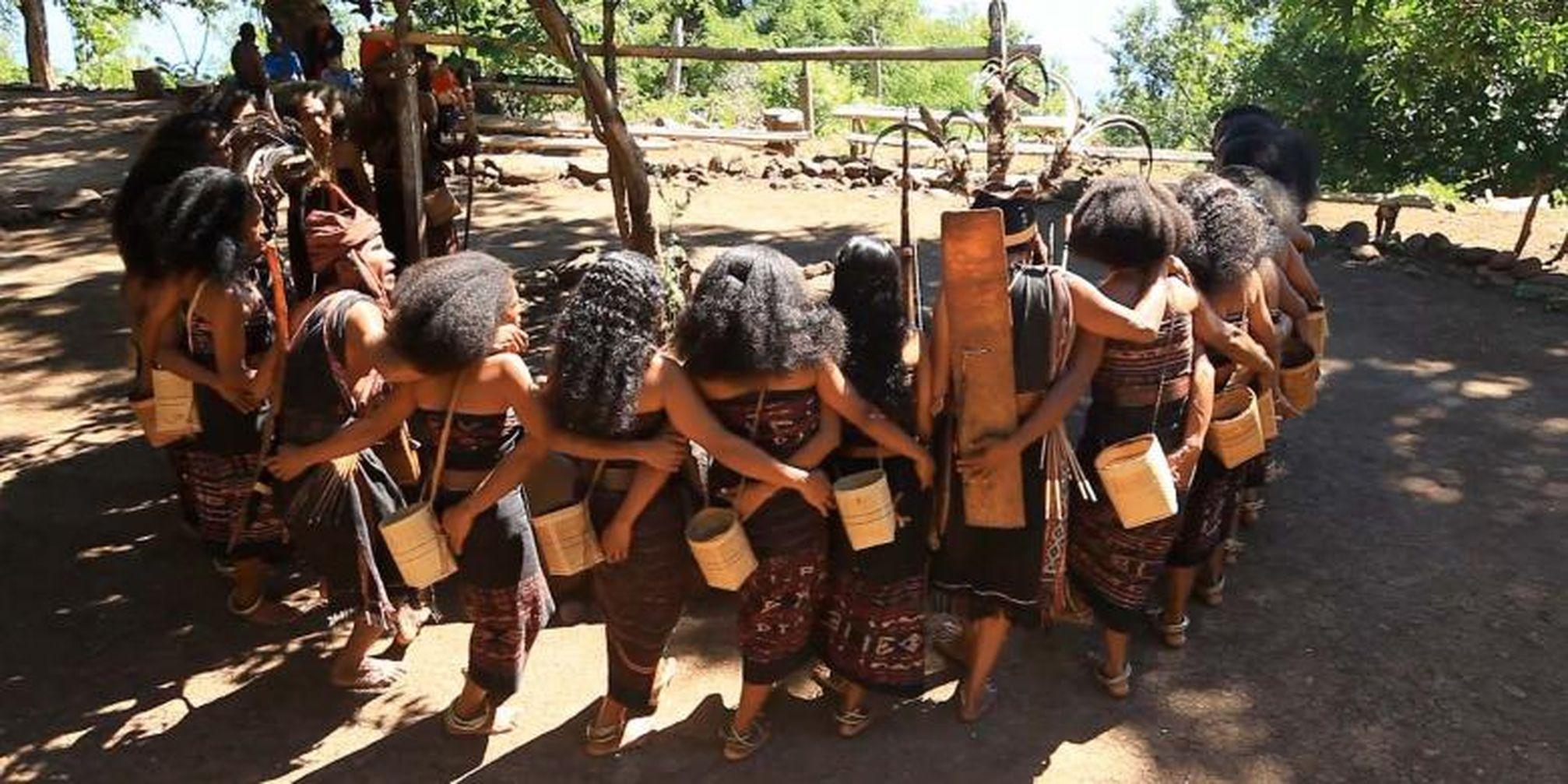 Tari lego-lego Desa Takpala | Foto: ekonomi.kompas.com