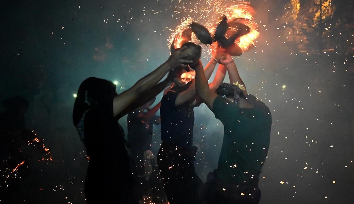 Tradisi Siat Geni | Foto: liputan6.com
