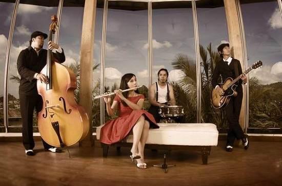Grup band Mocca asal Bandung yang telah menginjak kancah industri musik internasional. sumber http://ketahui.com/mocca-grup-band-asal-bandung-yang-memiliki-pendukung-fanatik-di-seantero-asia