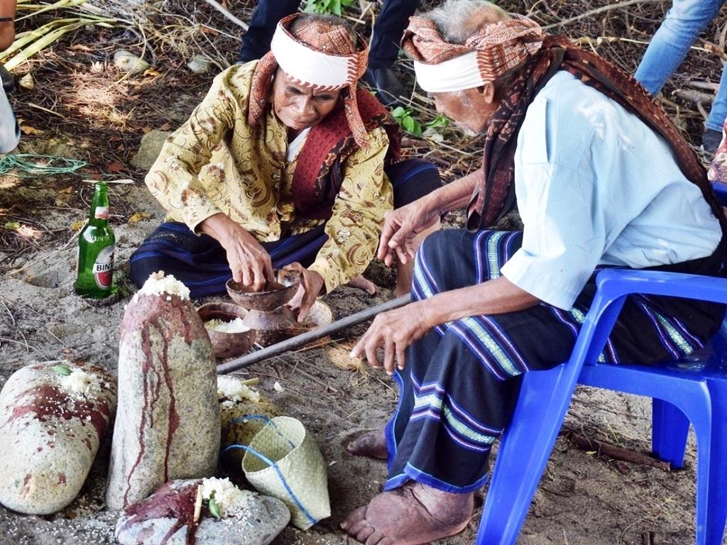 Tolak Bala Jola Segu Ngawu Re'e Tangkal Corona Ala Sikka