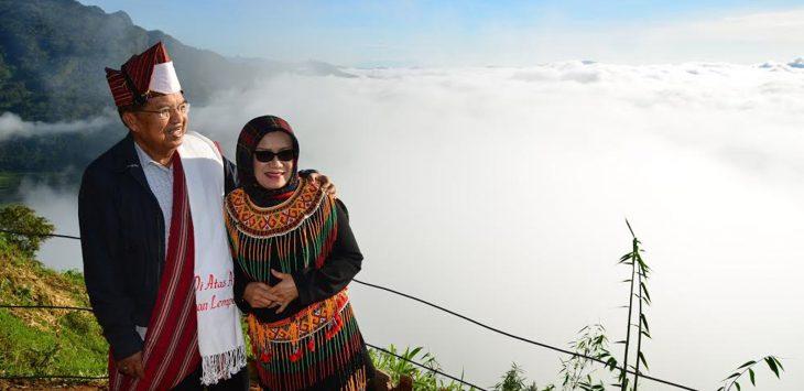 Wakil Presiden Jusuf Kalla beserta Istri menikmati pemandangan Negerti di Atas Awan (Senin, 23/1/2017)