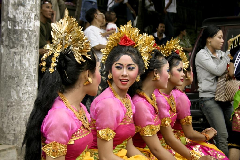 Ragam bahasa dan budaya. Sumber: oht-webcontent.s3.amazonaws.com