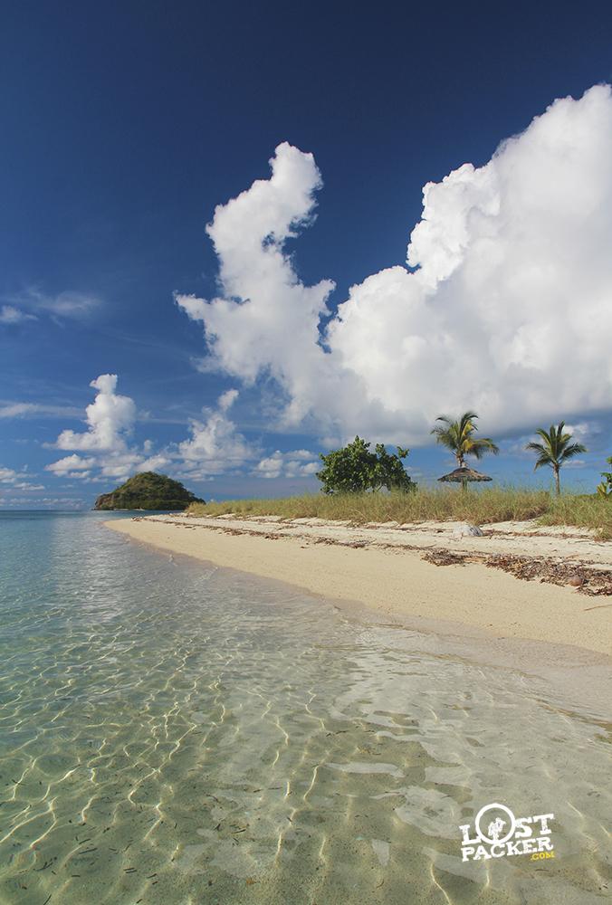 pantai ini berada di pulau rutong Flores