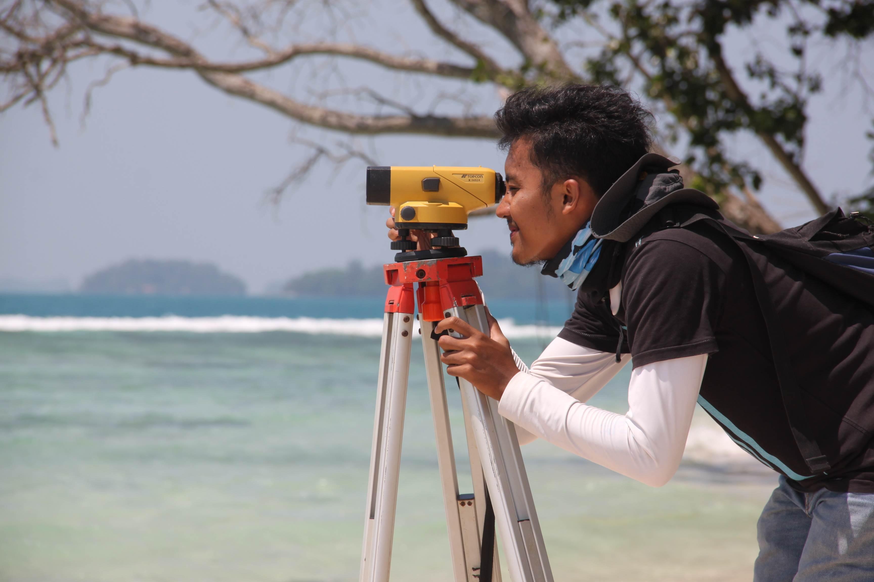 Pengambilan data morfologi pantai