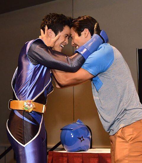 Yoshi Sudarso menyambut adiknya, Peter Sudarso. (IG: @yoshistunts)