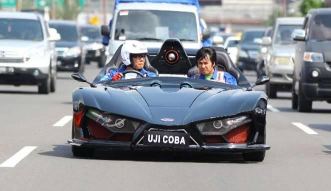 Mobil Lowo Ireng Saat Melakukan Uji Coba | http://otomotif.news.viva.co.id