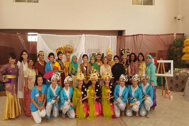 Wonderful Indonesia yang dipromosikan Komunitas Diaspora Indonesia dan Dharma Wanita Persatuan (DWP) KBRI Doha di Qatar mendapat sambutan positif. Tidak saja dari masyarakat setempat, juga mancanegara. (istimewa) | lifestyle.sindonews.com