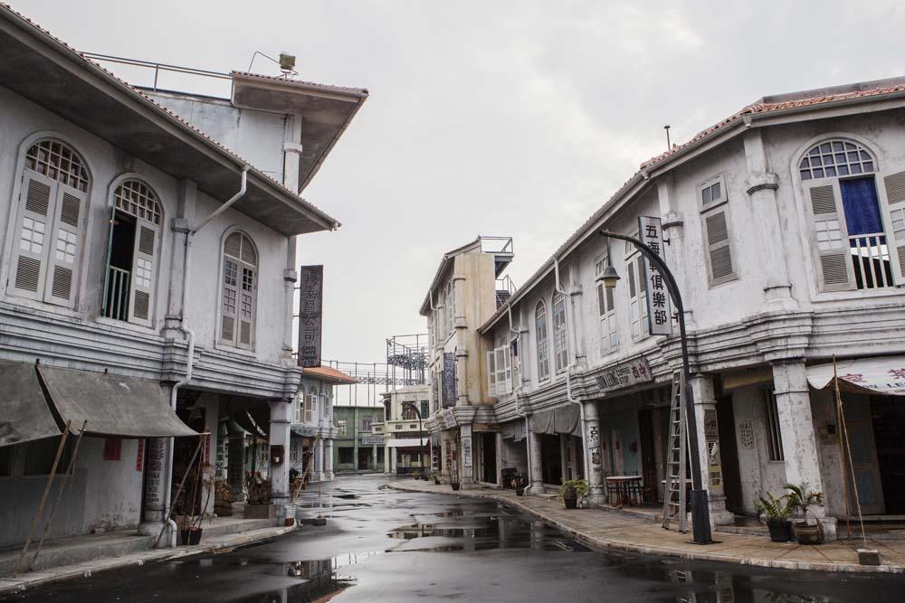 Kota Tua Pecinan yang dibangun di area Movie Town Infinite Studios dan digunakan untuk produksi film Dead Mine.