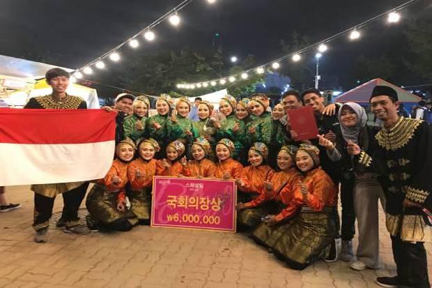 Mufti Arisandi, mahasiswa Universitas AMIKOM Yogyakarta meraih gold medal di Wonju Dynamic Dancing Carnival 2018. Sumber : SIndo