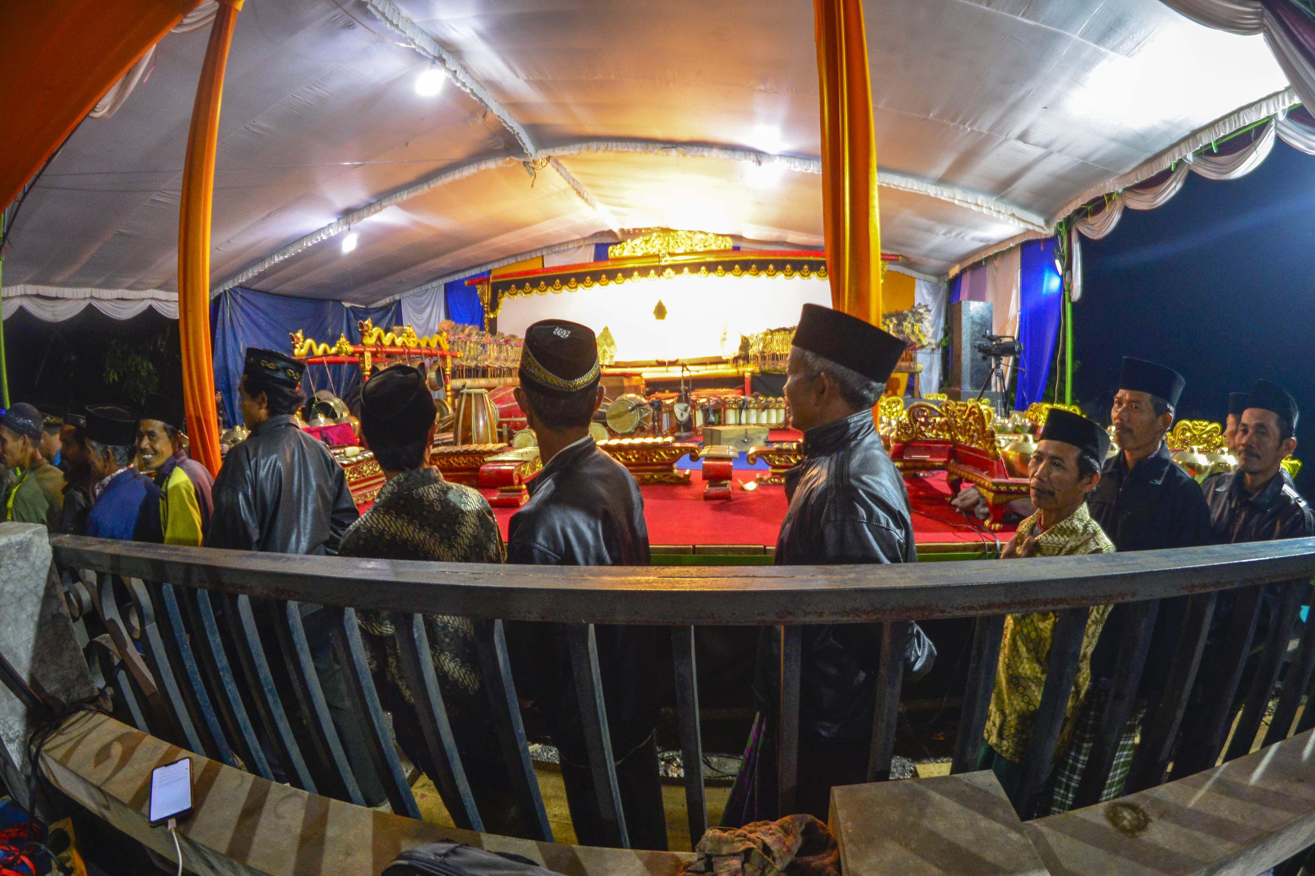 Doa Tasyakur dilanjutkan pertunjukan wayang kulit