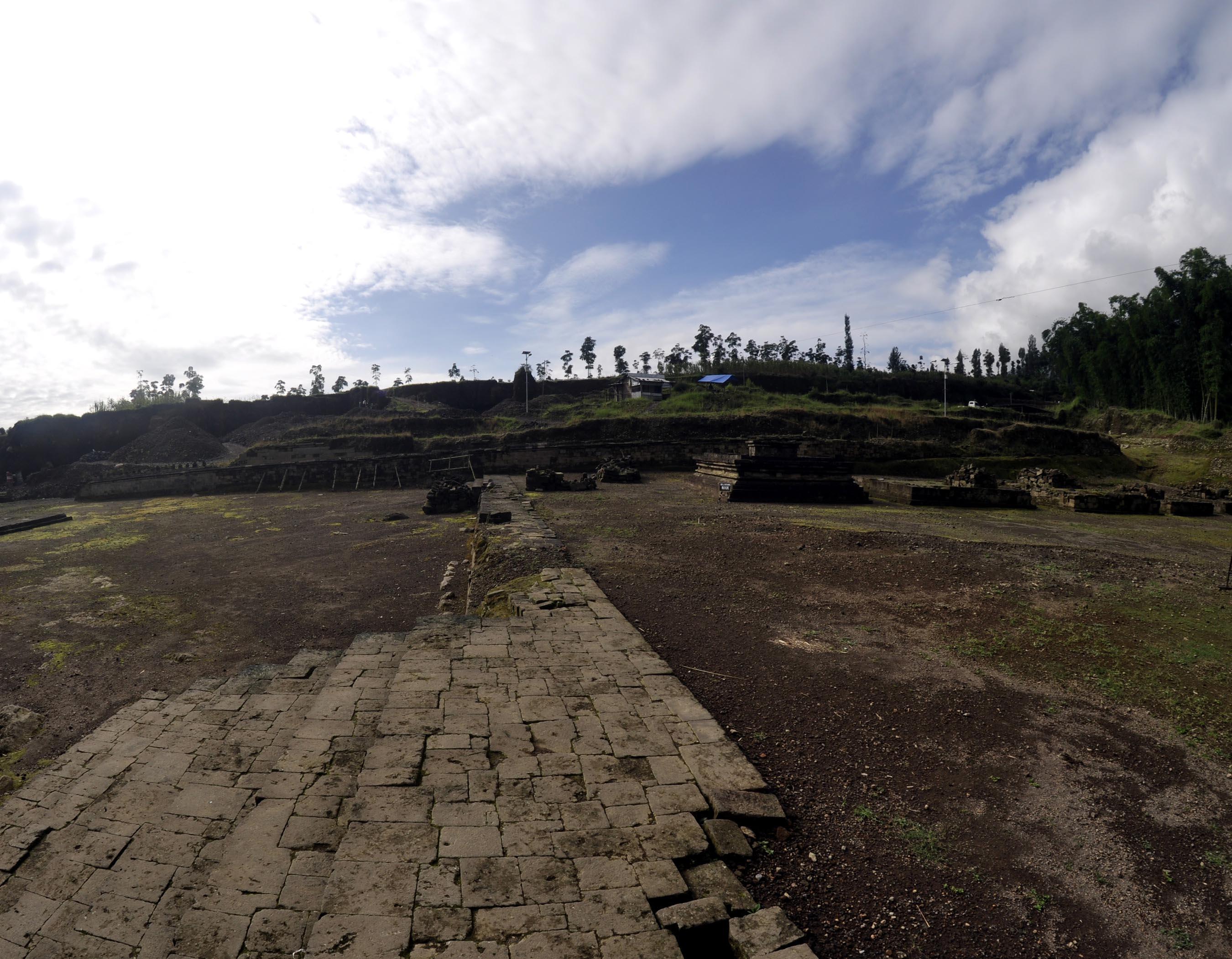 Candi dan komplek pemukiman kuno