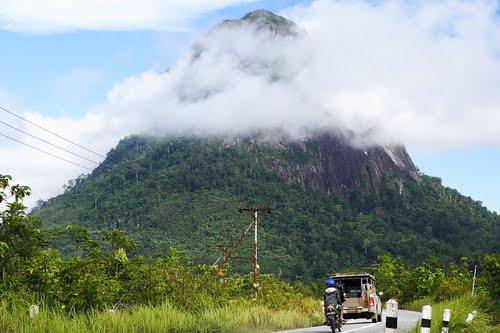 Perjalanan menuju Bukit Kalam. Sumber: panoramio.com