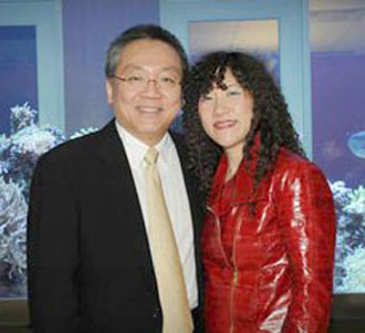 Sehat Sutardja bersama istrinya Weili Dai, Sumber:goldsea.com