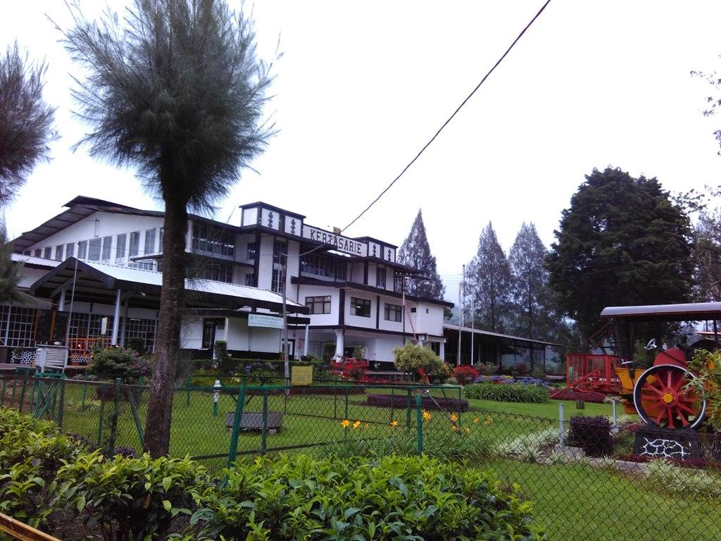 jalan ke Situ Cisanti melewati salah satu pabrik gula di Pangalengan, Sumber: Dok. Pribadi