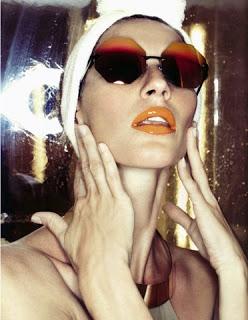 Gisele Bundshen kenakan Cast Eyewear dalam majalah Vogue