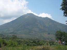 Gunung Telemoyo ini juga termasuk gunung yang mengitari kota magelang