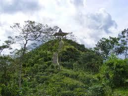 Gunung Menoreh ini juga termasuk gunung yang mengitari kota magelang