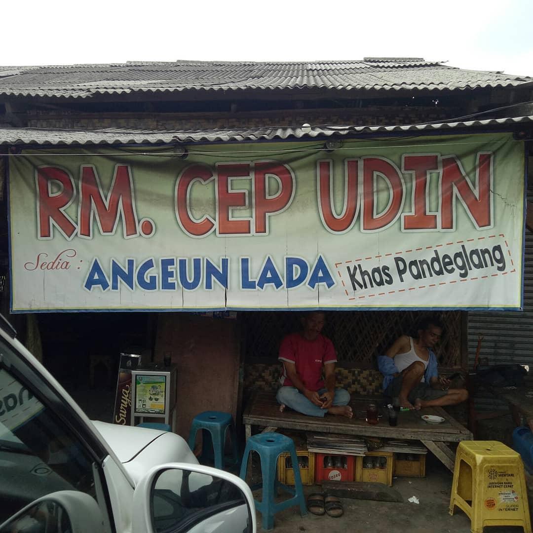 Salah satu penjual Angeun Lada | sumber: travelingyuk.com