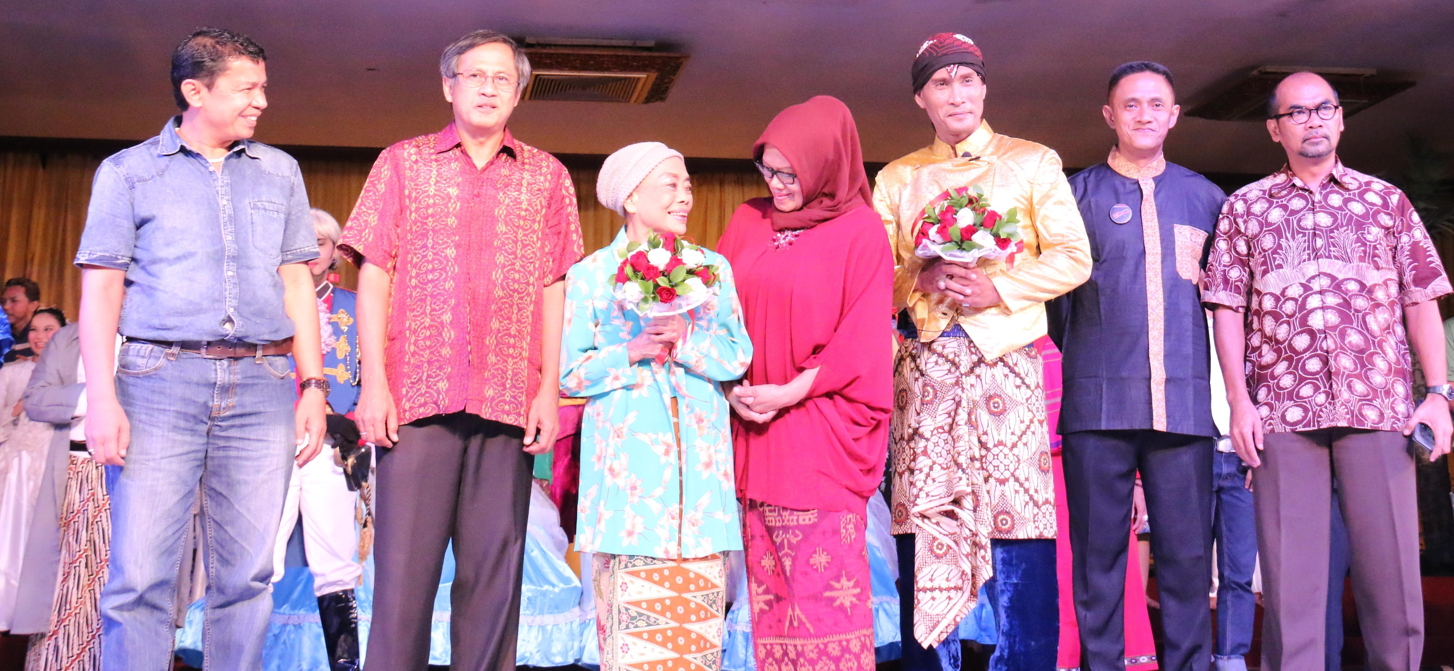 Salah satu legenda perlenongan (Mpok Nori) | Sumber: d3jurnalnews.wordpress.com