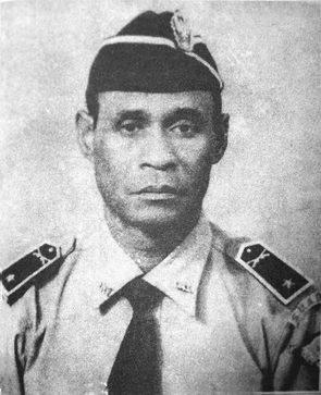Beliau lahir pada Senin pon 1911 di Desa Sumbermanjing Kulon, Pagak, Kabupaten Malang. Pada masa kolonial Belanda, sosok Hamid Roesdi sangat aktif di bidang kepanduan dan tergabung dalam 'Pandoe Ansor', karena dia juga seorang guru agama sekaligus staf organisasi Nahdlatul Oelama.