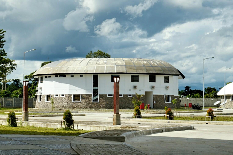 Tampak Gedung yang digunakan untuk Asrama Atlet, menyerupai Hanoi (Foto: Bagus DR / GNFI)
