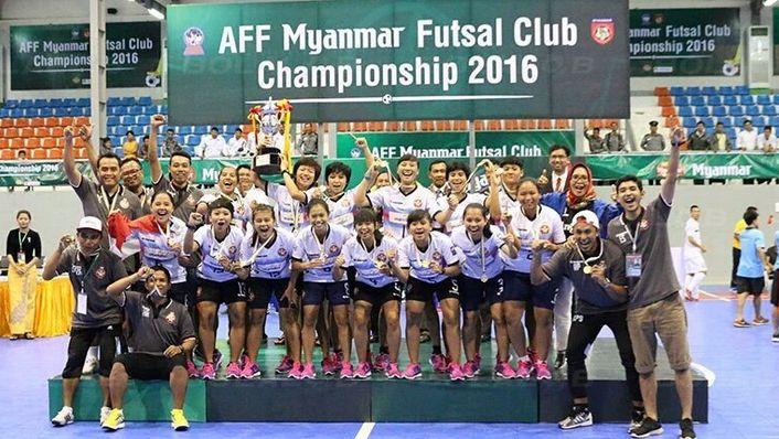 Tim Jaya Kencana Angels saat mengangkat tropi AFF Futsal Club Championship (Foto: southeastasiansports.blogspot.co.id)