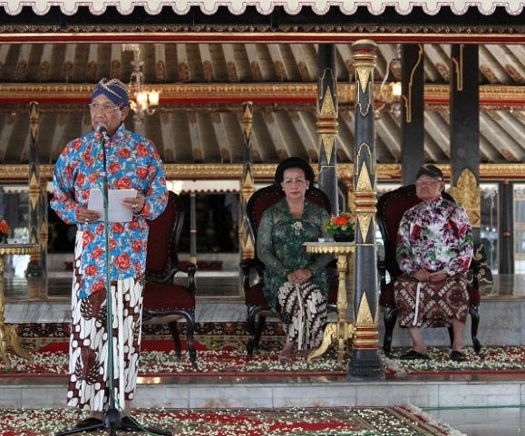 Motif Batik Parang Garuda Sri Sultan HB X